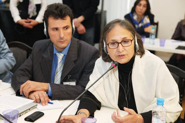 Mrs Manju Kak (University Jamia Millia Islamia, India) is addressing the round table