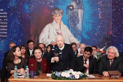 Торжественное открытие конференции: выступает академик Л.В. Шапошникова