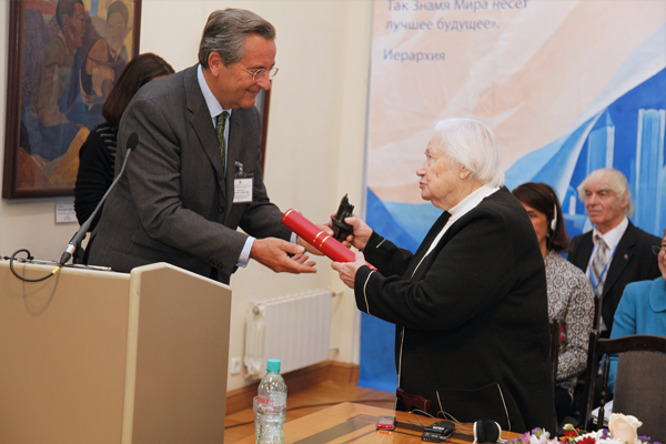 Grand presentation of the award from the pan-European Federation for Cultural Heritage EUROPA NOSTRA to Lyudmila V. Shaposhnikova, Director General of the Museum by name of Nicholas Roerich and Honored Art Worker of the Russian Federation. The award is presented by Alexander zu Sayn-Wittgenstein, the vice-president of the federation.