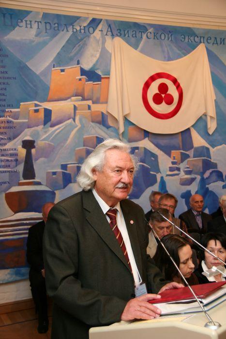 В.М.Плоских, вице-президент АН Кыргызстана, академик