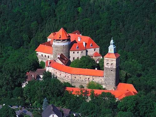 Cтаринный замке Шлайнинг (Burg Schlaining) на юге Австрии, штаб-квартира Австрийского Учебного Центра Миротворчества и Урегулирования Конфликтов