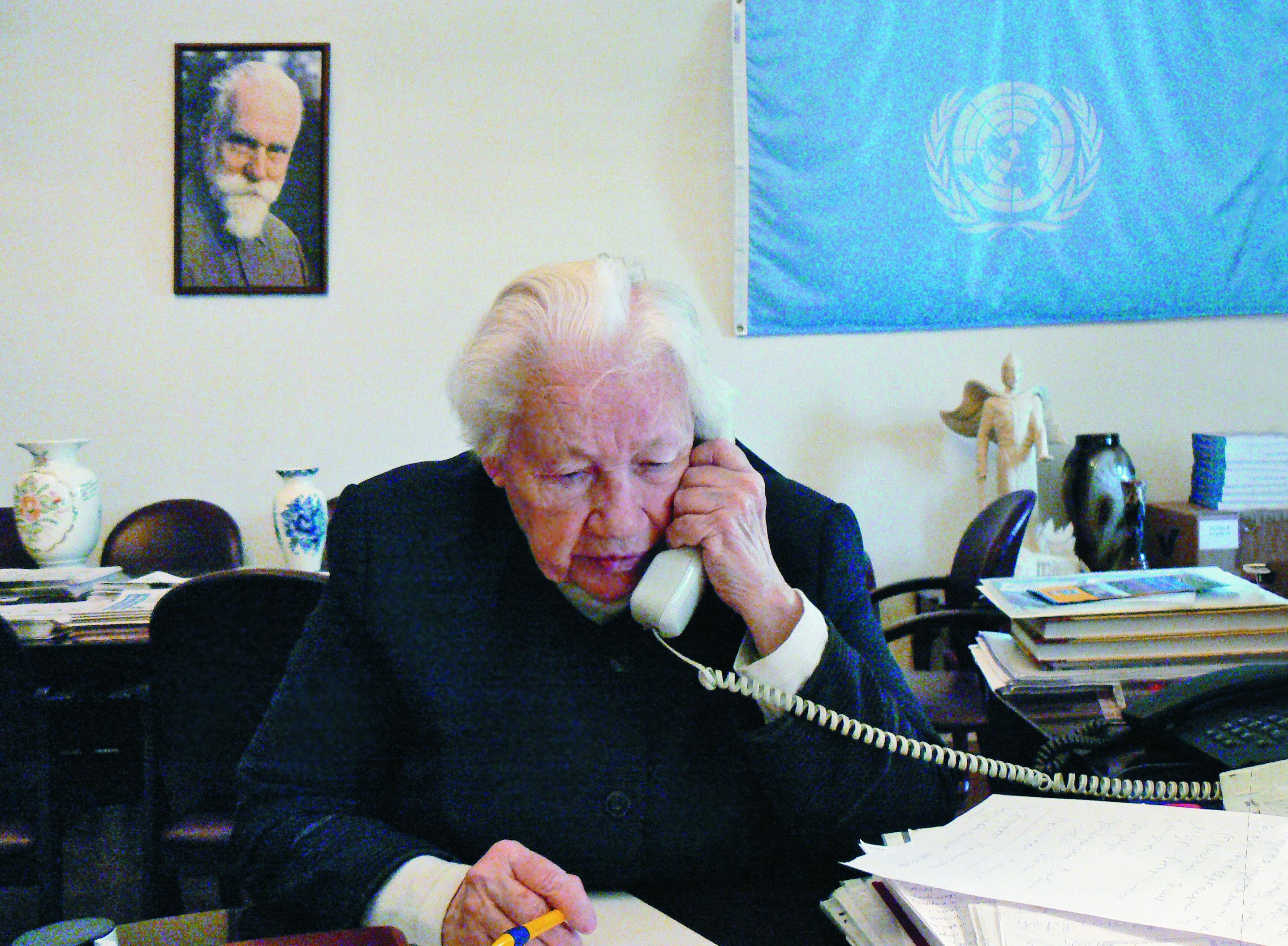 Л.В.Шапошникова в рабочем кабинете. МЦР, 2011