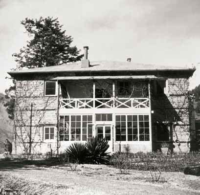 Южный фасад дома Рерихов в Кулу. 1930-е гг.