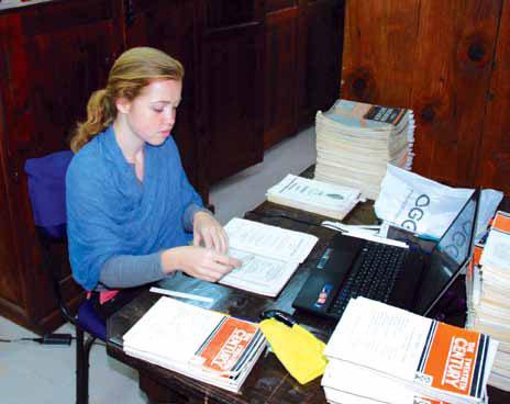 Библиотекарь МЦР Т.А. Анисимова за работой в Институте «Урусвати». 2012