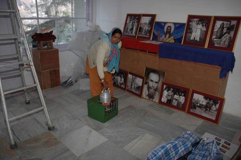 Подготовка новой экспозиции в летней мастерской С.Н.Рериха