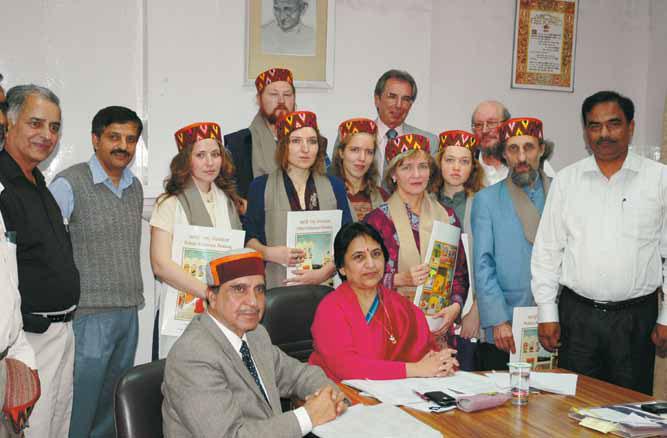 Группа музейных специалистов МЦР на встрече с генеральным секретарем ММТР Манишей Нандой. 17 сентября 2012 г.